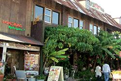 カフェ&レストラン デポズガーデン (1F)